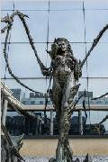 霸气虫族女王雕像现身暴雪办公楼