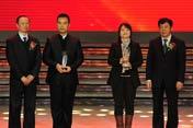 左起:颁奖嘉宾谢杨、获奖者张宋和林汉文、颁奖嘉宾孙中华