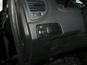 起亚-狮跑车厢内饰图片
