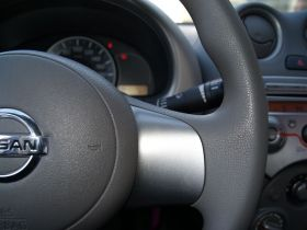 日产-玛驰中控方向盘图片