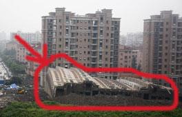 上海住宅楼倒塌目击者:大楼不到半分钟就倒下<br><br>