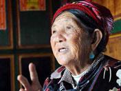 藏族老阿妈述家乡变化