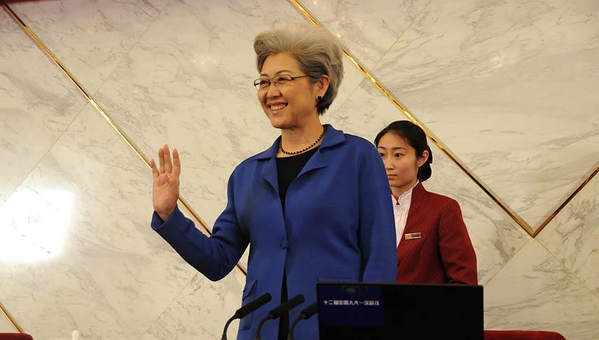 十二届全国人大一次会议副秘书长、新闻发言人傅莹亮相