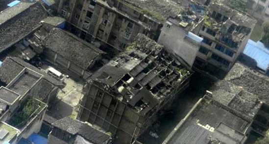 直升机航拍四川芦山县地震灾区画面