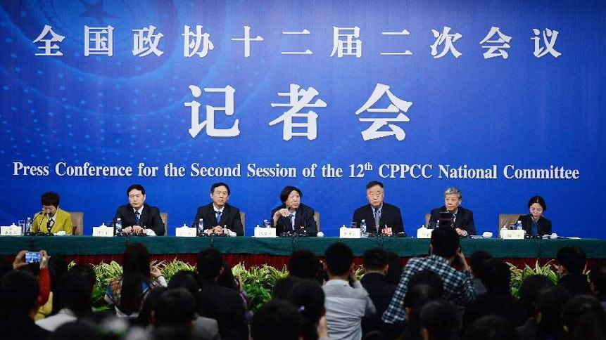 """政协委员冯骥才等就""""保障和改善民生促进社会公平正义""""答记者问"""