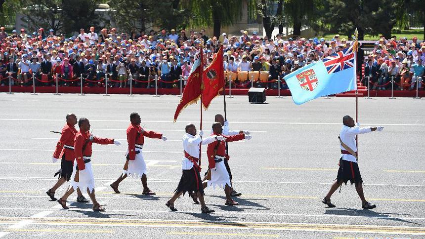 <font style=line-height:2em;color:#555>斐济军队代表队通过天安门广场。</font>