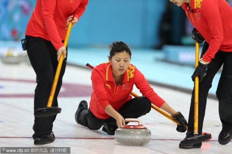 [高清组图]女子冰壶循环赛 中国2-9惨败加拿大