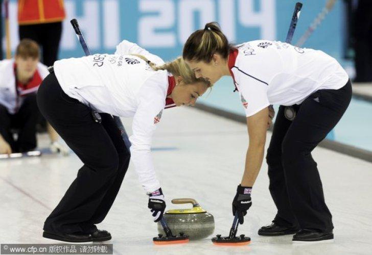 [高清组图]冬奥会女子冰壶循环赛:中国憾负英国