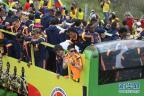[高清组图]哥伦比亚回国享英雄礼遇 J罗最亮眼