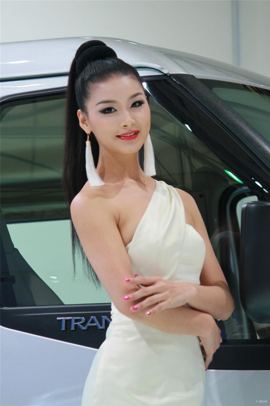 2013上海车展福特展台车模_汽车_央视网