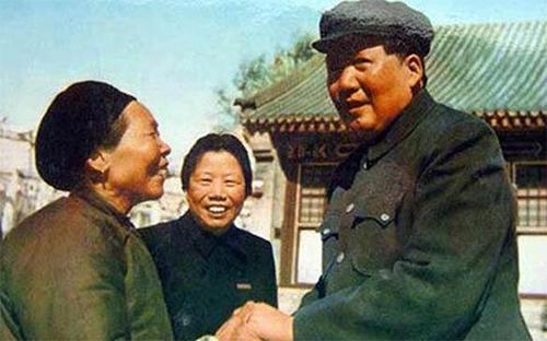 黄继光的精神为什么感人?--从黄继光家书及他母亲给毛主席和志愿军的信谈起