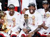 <a href=http://sports.cntv.cn/2013/06/21/VIDE1371790924073307.shtml target=_blank><font color=#a9e2f3>[NBA]热火获总冠军颁奖仪式 詹皇荣膺总决赛MVP</font></a>