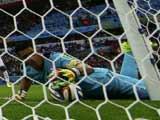 [世界杯]本泽马射中立柱 巴利亚达雷斯自摆乌龙