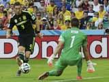 [世界杯]伊涅斯塔送出直传 托雷斯推射远角破门