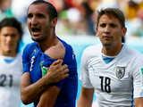 [世界杯]苏亚雷斯怒咬基耶利尼 裁判拒给红牌