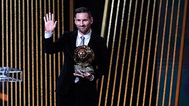 [圖]歷史第一人! 梅西獲得第六座金球獎