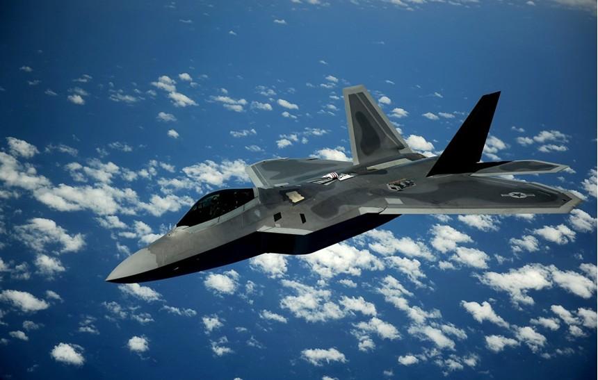 2010年美空军一架f-22战斗机坠毁