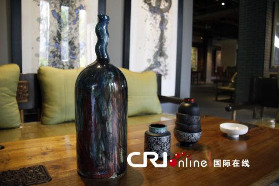 许燎源设计的琉璃酒瓶 摄影:马里