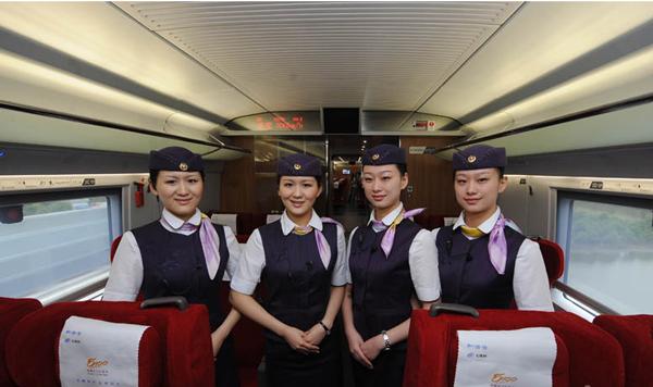 2011年6月30日,京沪高铁正式通车。在这之前,章氏姐妹和赵氏姐妹已经培训了好几个月,为的是将最好的状态呈现给旅客,将京沪高铁打造成为高品质服务的代表。
