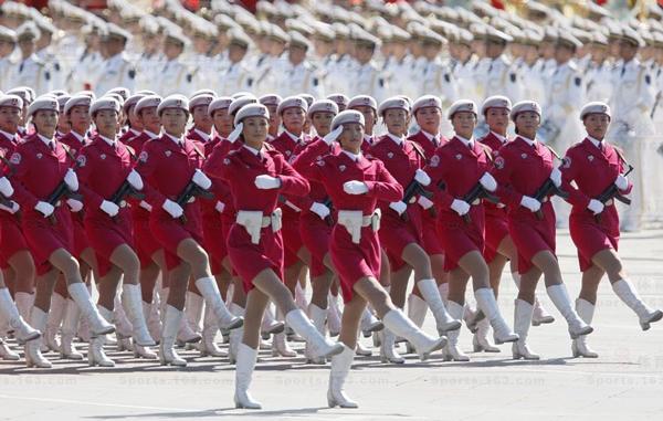 2009年国庆阅兵女民兵方队领队张晓菲,赵娜,北京某大学应届毕业生.