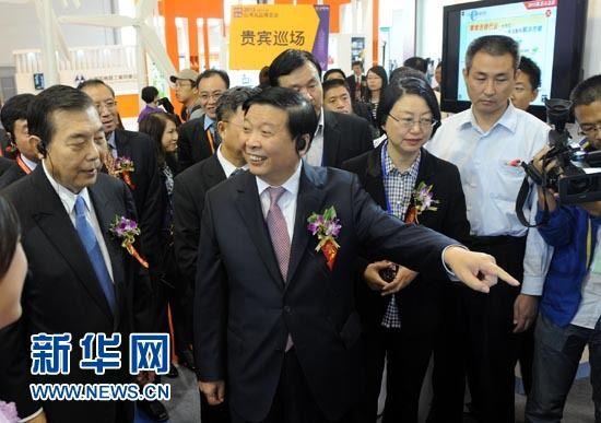 山东省委副书记、省长姜大明在博览会现场参观。新华社记者 李紫恒 摄