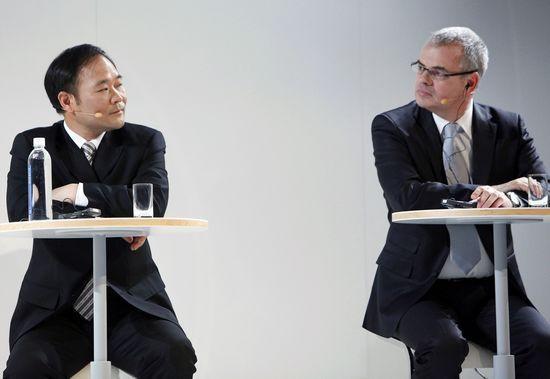 吉利董事长李书福(左)控制的沃尔沃公司,今年10月换掉了CEO斯蒂芬·雅各布(右)。