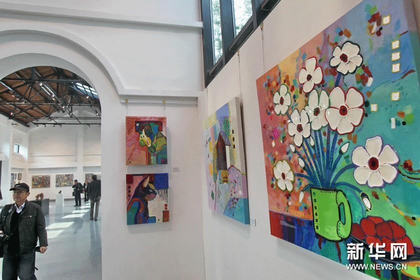 这是11月8日拍摄的法国当代艺术展一角。