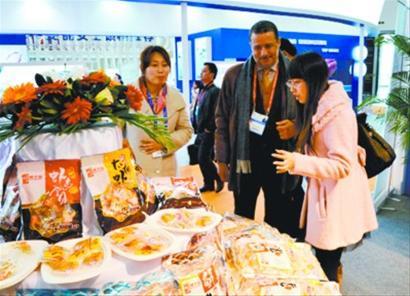 11月6日,为期三天的第十七届中国国际渔业博览会在大连隆重举行。獐子岛集团参展40个标准展位、面积达到360平方米,是所有参展商中规模最大的企业,展示了数百种产品及系列新品。
