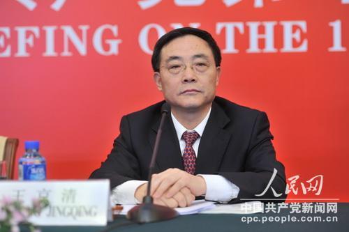 王京清在十八大精神专题吹风会上。 于凯摄