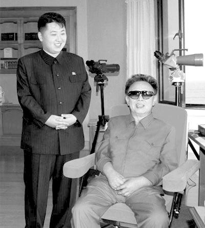 朝鲜公布金正日父子旧照 韩媒称系首次公开(图)