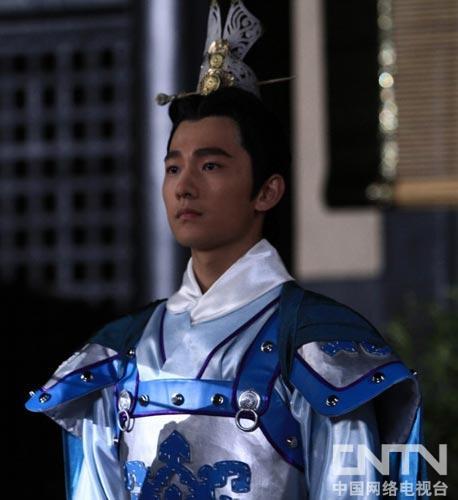 剧中杨洋饰演的曹植除了与父亲曹兄长曹丕一块四处征伐与佳人