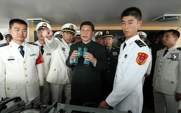"""12月8日和10日,习近平在广州战区考察。图为12月8日,习近平在海军""""海口舰""""上视察。 新华社记者王建民摄"""