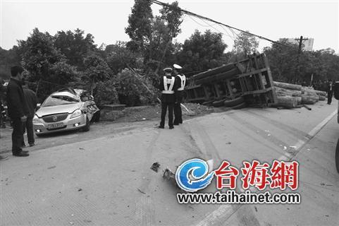 国道324线龙海段现惨烈车祸 4车连环撞致2死3伤高清图片