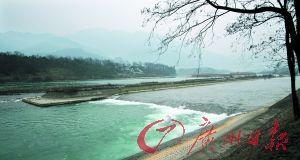 """都江堰水利工程使川西平原成为""""水旱从人""""的""""天府之国""""。"""