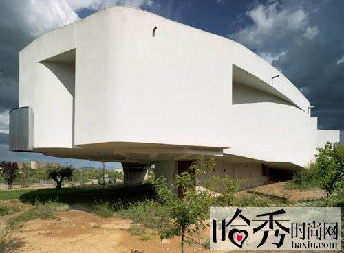 别墅 西班牙/西班牙螺旋几何式的白色豪宅别墅,设计师最开始对这栋建筑的...