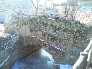 通往龙王庙的古桥
