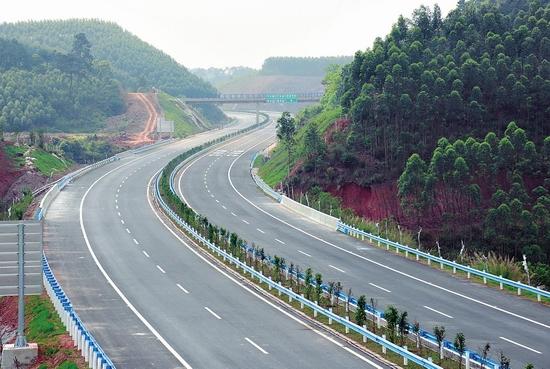 六钦高速公路即将通车 创多个广西第一