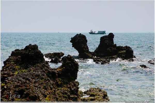 实拍:北海涠洲岛鬼斧神工的火山岩地貌