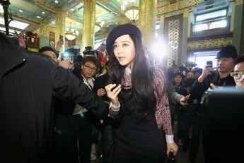 范冰冰/对环保主题的关注,成为今年中国国际时装周的一大亮点。