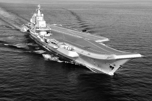 2012年10月14日,辽宁舰在试航。李唐摄
