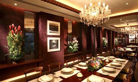 Les Amis是位于新加坡的顶级优雅法国餐厅,可以针对特殊的客户需求客制由普通到顶级的白松露餐点,每人要价800美元起跳,且不包括酒。