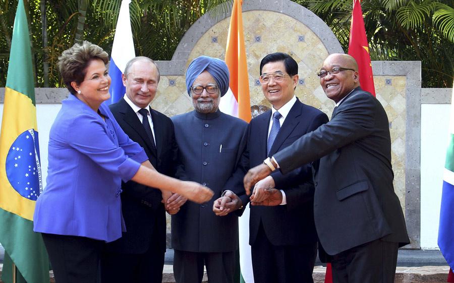 2012年6月18日,胡锦涛在墨西哥洛斯卡沃斯出席金砖国家领导人会晤。