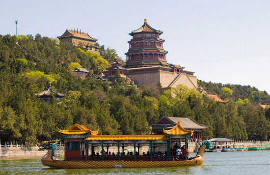 初夏依舟享清凉 京城公园划船好去处