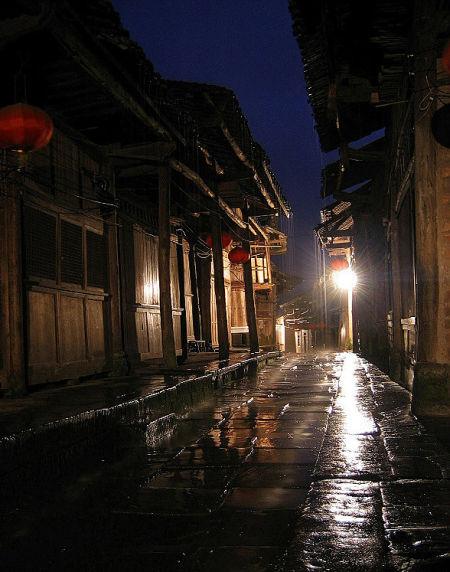 古镇 雨天