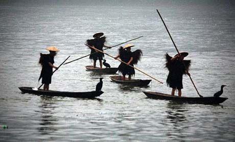 岷江里的渔人
