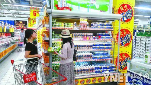 市民面对五花八门的乳酸菌饮料往往挑花眼