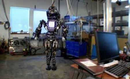 """美国军队制造的机器人士兵""""阿特拉斯""""亮相"""