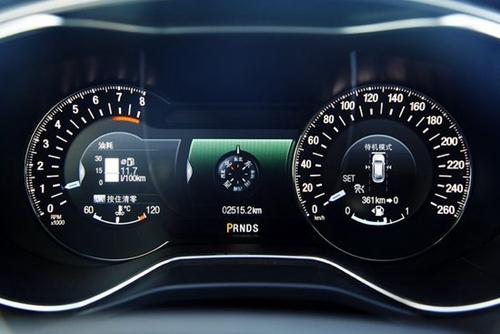 新蒙迪欧全系标配真皮多功能方向盘,前后中央扶手,led车内照明灯图片