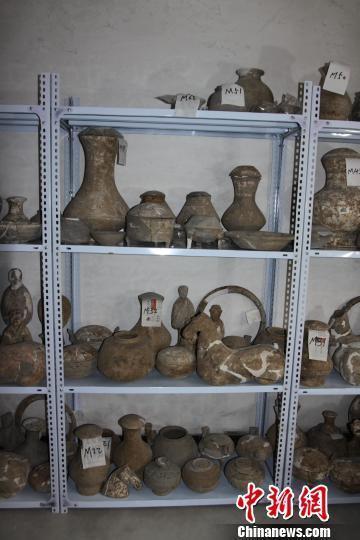 河北南和发现大规模汉代墓群出土文物200件(图)