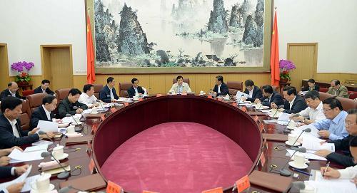 9月30日,中共中央政治局常委、中央党的群众路线教育实践活动领导小组组长刘云山在北京主持召开中央党的群众路线教育实践活动领导小组第四次会议。记者 李涛 摄